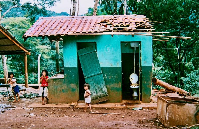 Aldeias Guaranis M'byas, São Paulo, SP, 2006. Negativo colorido.