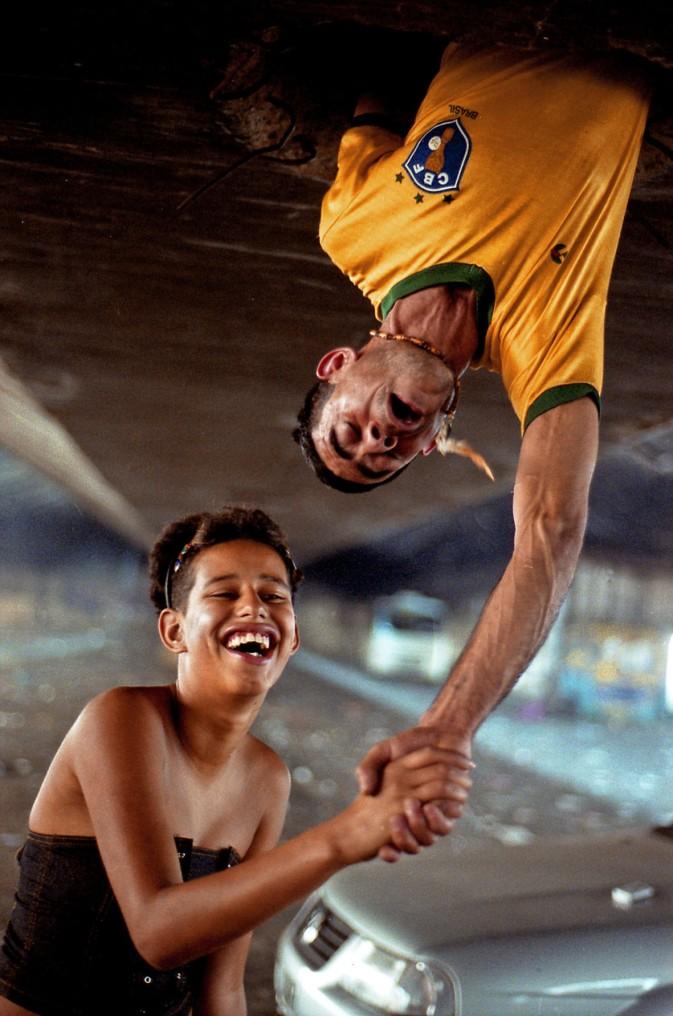 Baixada do Glicério, SP, 2005. Moradia improvisada em vão de viaduto. Negativo cor.