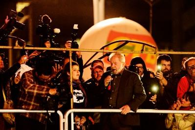 São Paulo, 2016. Presidente Lula discursa em ato da Frente Brasil Popular contra o Golpe de Estado em andamento no Brasil.