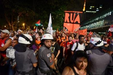 SP, 2016. Milhares vão às ruas em apoio a presidenta Dilma Roussef.