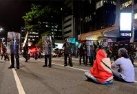 SP, 2016. Milhares vão às ruas em apoio a presidenta Dilma Roussef. Polícia militar paulista reprime protesto pacífico violentamente.