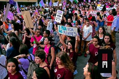 Milhares de mulheres saem em protesto no 8 de Março contra os retrocessos sociais do governo golpista.